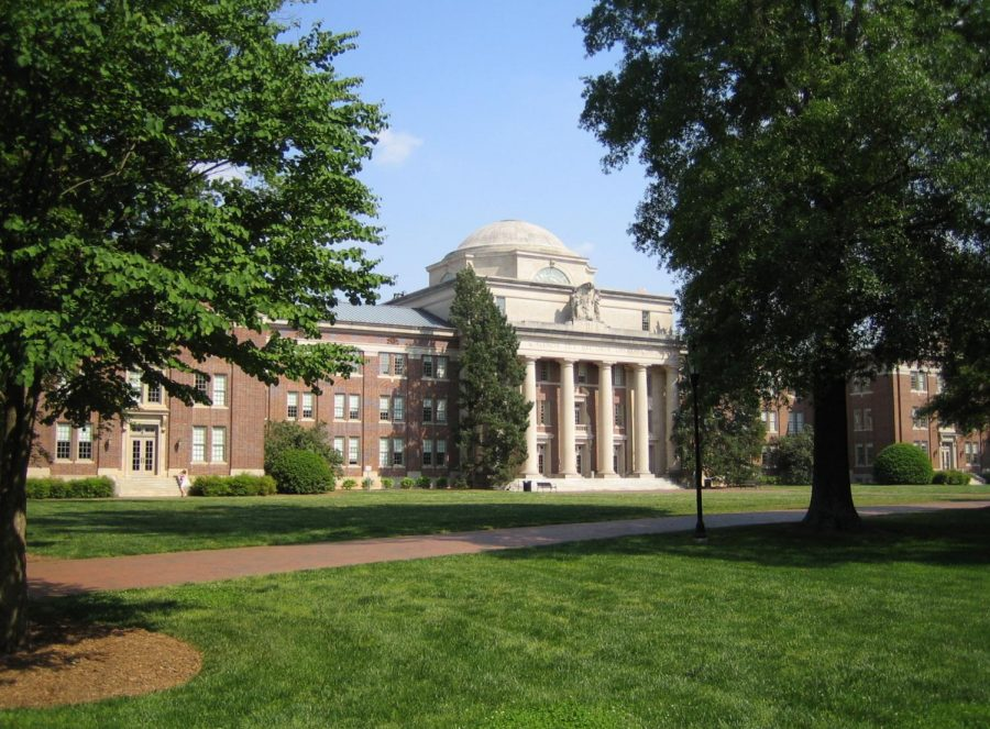 The+academic+center+of+Davidson+College+is+the+Chambers+Building.+Classes+that+are+for+non+arts+or+non+science+majors+are+located+here.