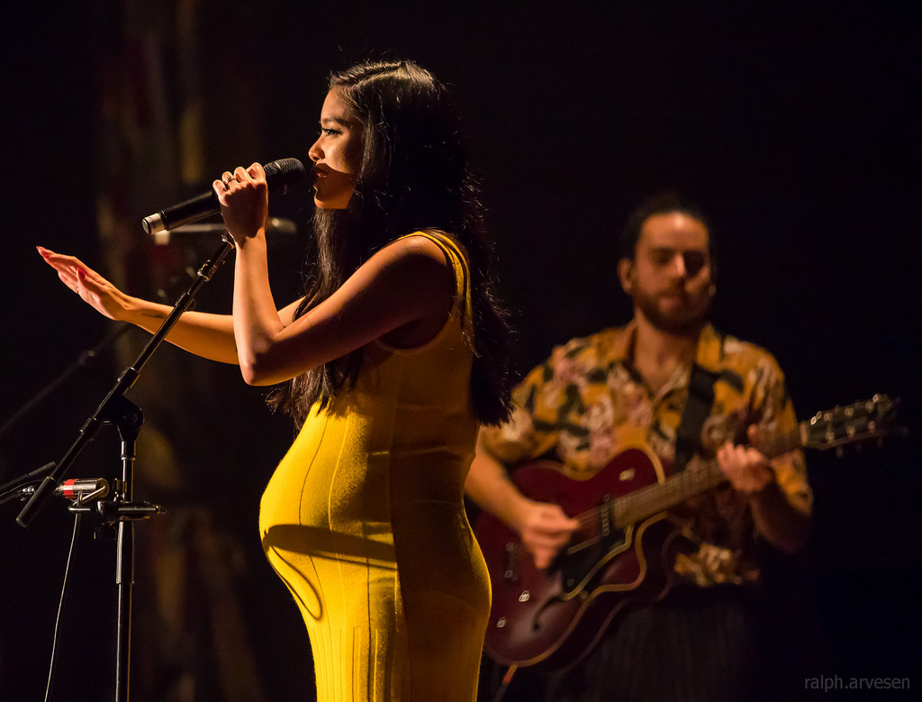 Singing live in Dallas, Texas, former contestants of America's Got Talent, Us the Duo (Carissa and Michael Alvarado), sing their hearts out at the House of Blues. Though eliminated in the first round of semi-finals, the two still avidly pursue their careers in the music industry.