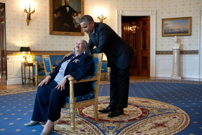 Awarding+author+Toni+Morrison+the+Presidential+Medal+of+Freedom%2C+President+Barack+Obama+talks+with+her+in+the+White+House%E2%80%99s+Blue+Room.+Morrison+has+earned+a+variety+of+other+titles+and+distinctions+due+to+her+impressive+literary+career+and+numerous+highly+acclaimed+novels.