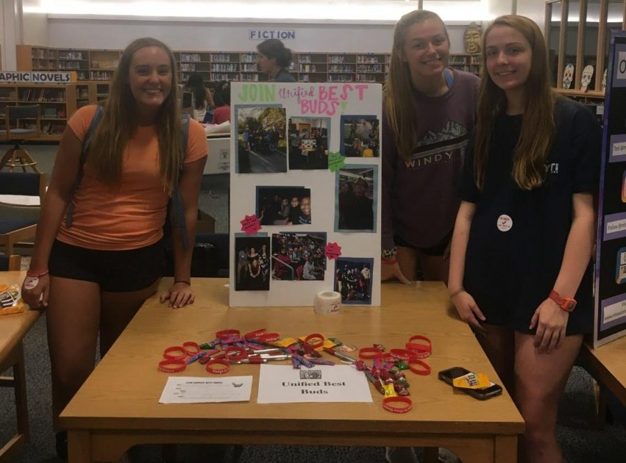 Seniors+Sophie+Boulware%2C+Haley+Yopp%2C+and+Caroline+Cabaniss+promote+the+Unified+Best+Buds+Club+at+the+2018+Club+and+Activities+fair.+Here%2C+they+provided+information+about+the+club+and+welcomed+new+members.%0A